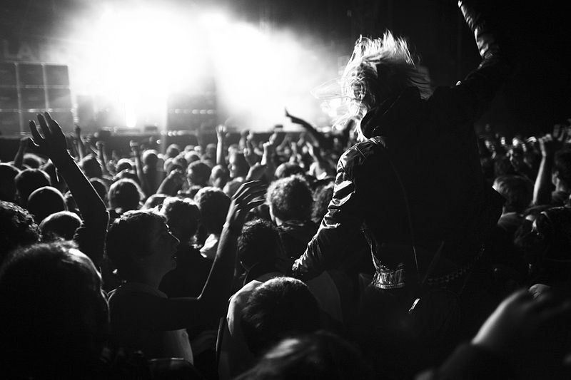 800px-Justice_in_concert